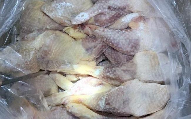 Bắt giữ hơn 16 tấn thịt gia cầm ôi thiu đang chờ tiêu thụ - 2