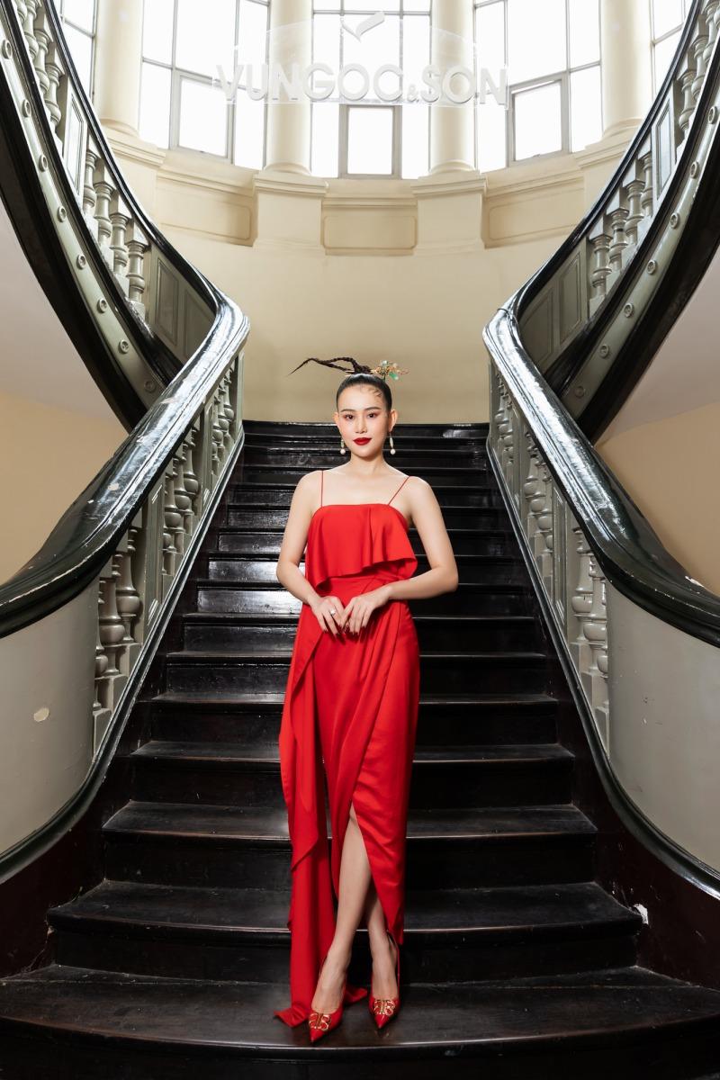 """Lệ Quyên diện đầm đỏ rực, kim cương lấp lánh trên thảm đỏ thời trang """"Hừng Đông"""" - hình ảnh 5"""