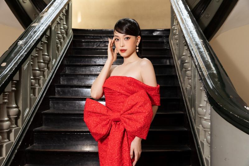 """Lệ Quyên diện đầm đỏ rực, kim cương lấp lánh trên thảm đỏ thời trang """"Hừng Đông"""" - hình ảnh 4"""