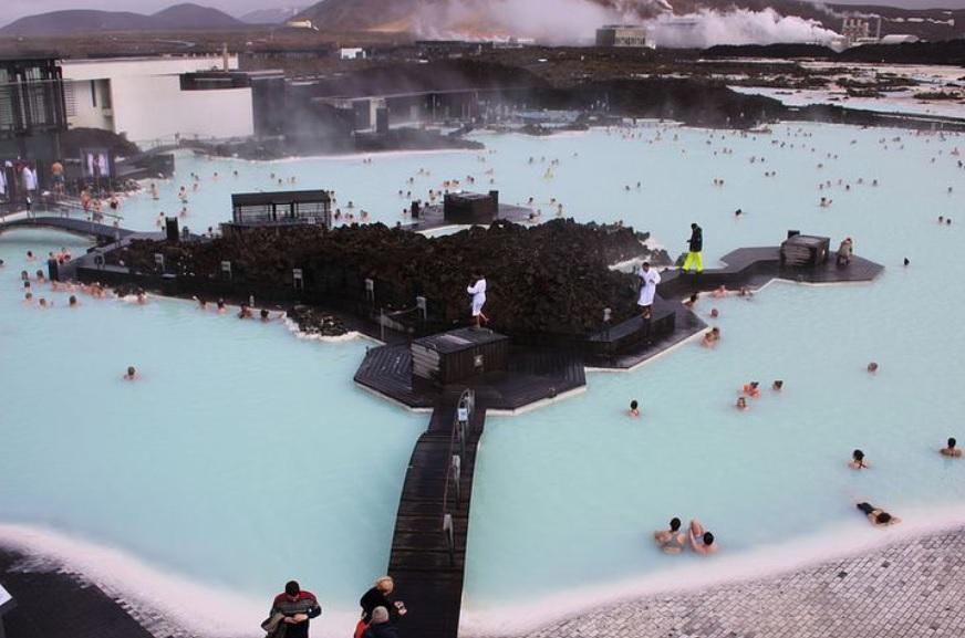 Suối nước nóng lộ thiên lớn nhất thế giới, nơi có thể nhìn thấy cả cực quang - 1