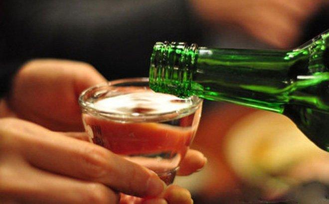 Nếu buộc phải uống rượu, đây là bí quyết để ít gây hại cho gan nhất - hình ảnh 1