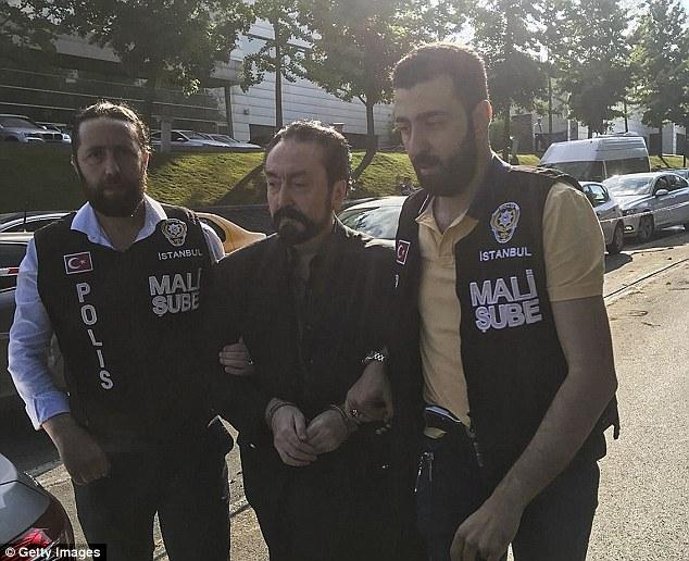 Thủ lĩnh giáo phái tình dục Thổ Nhĩ Kỳ có 1.000 bạn gái, bị kết án hơn 1.000 năm tù giam