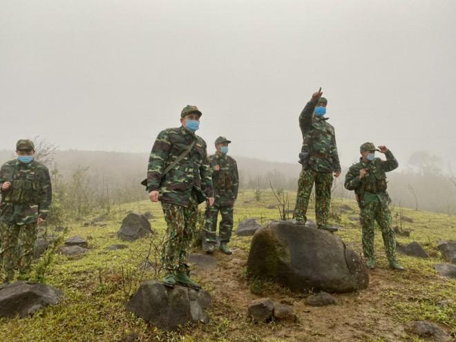 Xúc động hình ảnh lính biên phòng tuần tra giữa trời đông giá rét - 2
