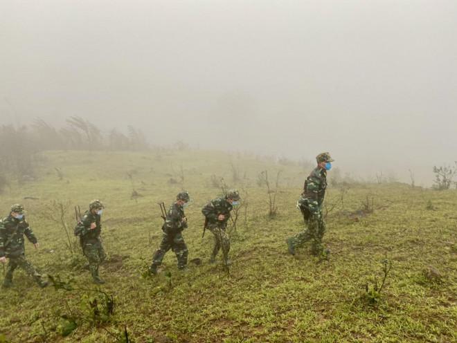 Xúc động hình ảnh lính biên phòng tuần tra giữa trời đông giá rét - 6