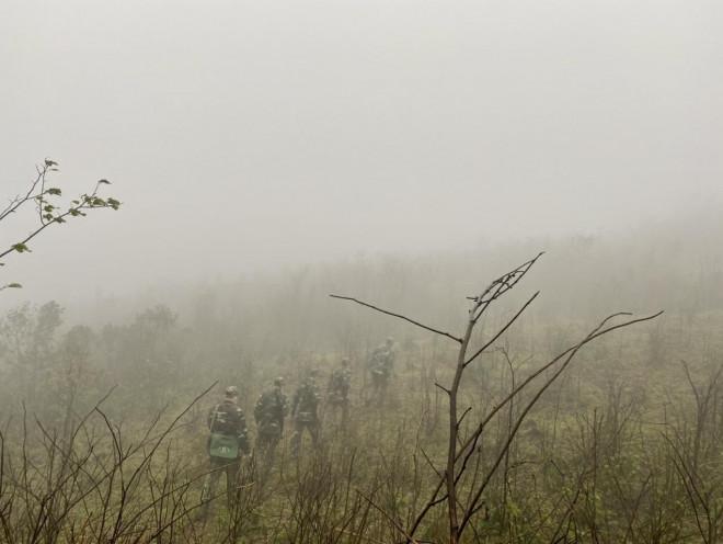 Xúc động hình ảnh lính biên phòng tuần tra giữa trời đông giá rét - 7
