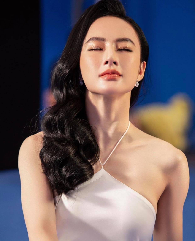 """Angela Phương Trinh diện yếm mỏng khoe vòng 1 hững hờ sau thời gian dài """"quy ẩn"""" - hình ảnh 4"""