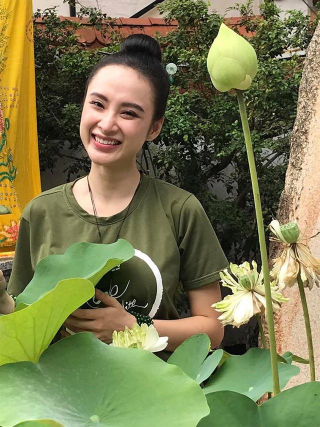 """Angela Phương Trinh diện yếm mỏng khoe vòng 1 hững hờ sau thời gian dài """"quy ẩn"""" - hình ảnh 1"""