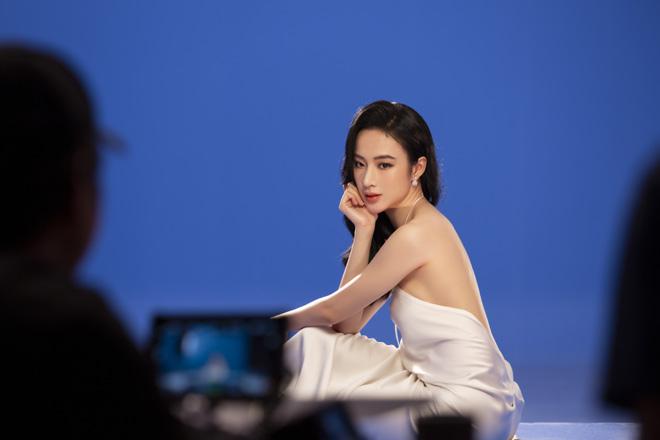 Angela Phương Trinh mặc áo yếm, ngực lấp ló khoe khí chất nữ thần - hình ảnh 5