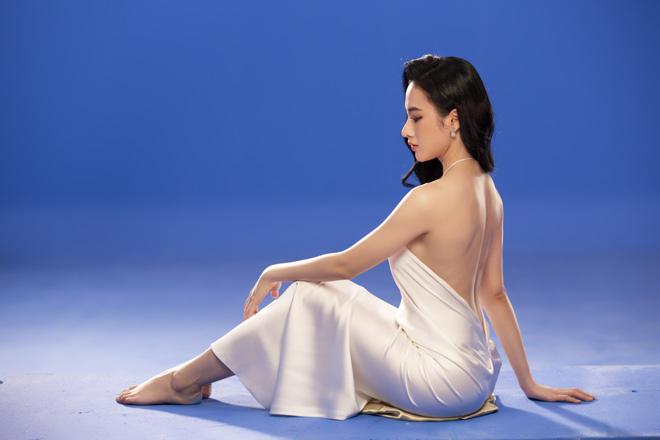 Angela Phương Trinh mặc áo yếm, ngực lấp ló khoe khí chất nữ thần - hình ảnh 2