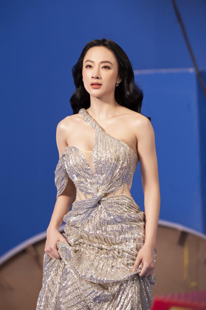 Angela Phương Trinh mặc áo yếm, ngực lấp ló khoe khí chất nữ thần - hình ảnh 3