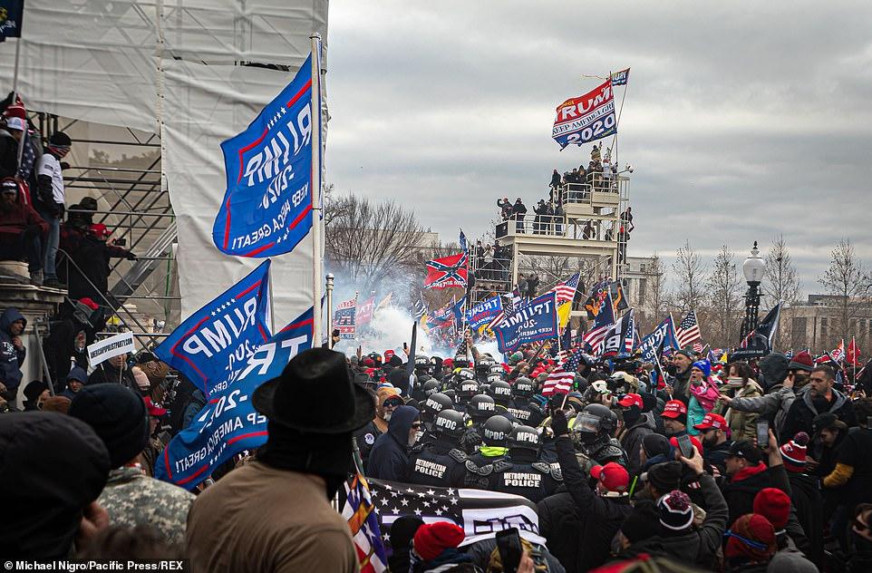Cảnh báo về 4.000 người có vũ trang kéo đến bao vây quốc hội Mỹ