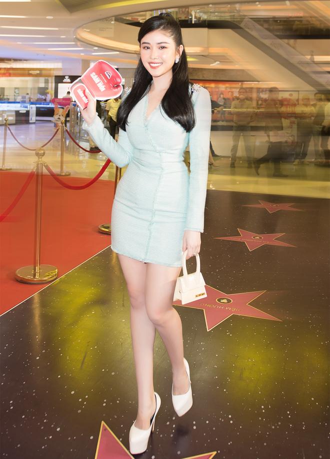"""Hoa hậu đất Mũi tỏa sáng trên thảm đỏ, """"không mặc hở vẫn thừa sexy"""" - hình ảnh 7"""