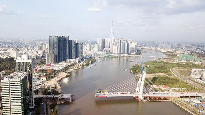 """Ảnh: Cầu biểu tượng mới ở TP.HCM bắc qua sông Sài Gòn """"đứng hình"""" sau 5 năm khởi công - hình ảnh 1"""