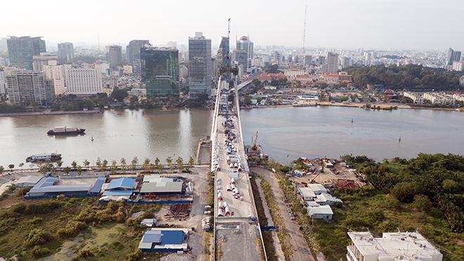 """Ảnh: Cầu biểu tượng mới ở TP.HCM bắc qua sông Sài Gòn """"đứng hình"""" sau 5 năm khởi công - hình ảnh 2"""