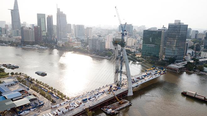 """Ảnh: Cầu biểu tượng mới ở TP.HCM bắc qua sông Sài Gòn """"đứng hình"""" sau 5 năm khởi công - hình ảnh 3"""