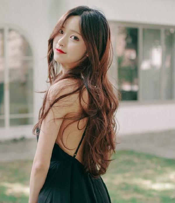 15 Kiểu tóc dài đẹp cho nữ thịnh hành nhất dẫn đầu xu hướng hiện nay - hình ảnh 13