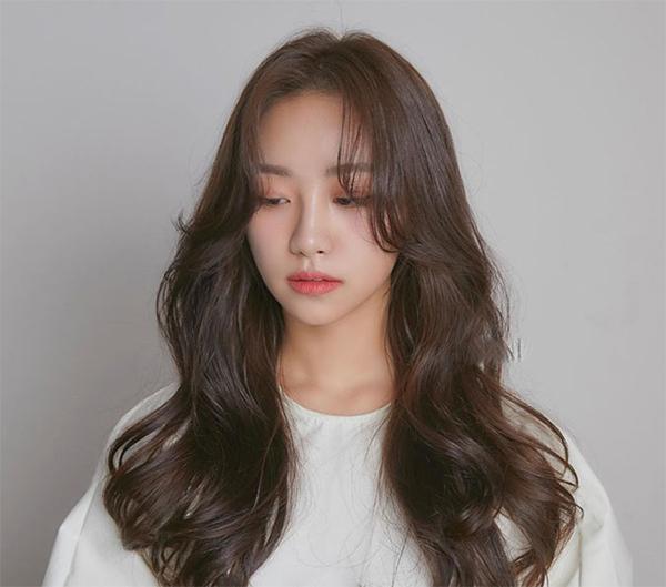 15 Kiểu tóc dài đẹp cho nữ thịnh hành nhất dẫn đầu xu hướng hiện nay - hình ảnh 24