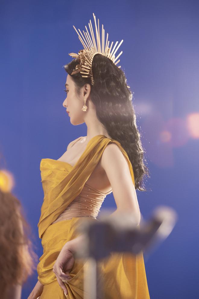 Angela Phương Trinh tung ảnh bán nude táo bạo, làm rộ nghi vấn tình tay ba - hình ảnh 3