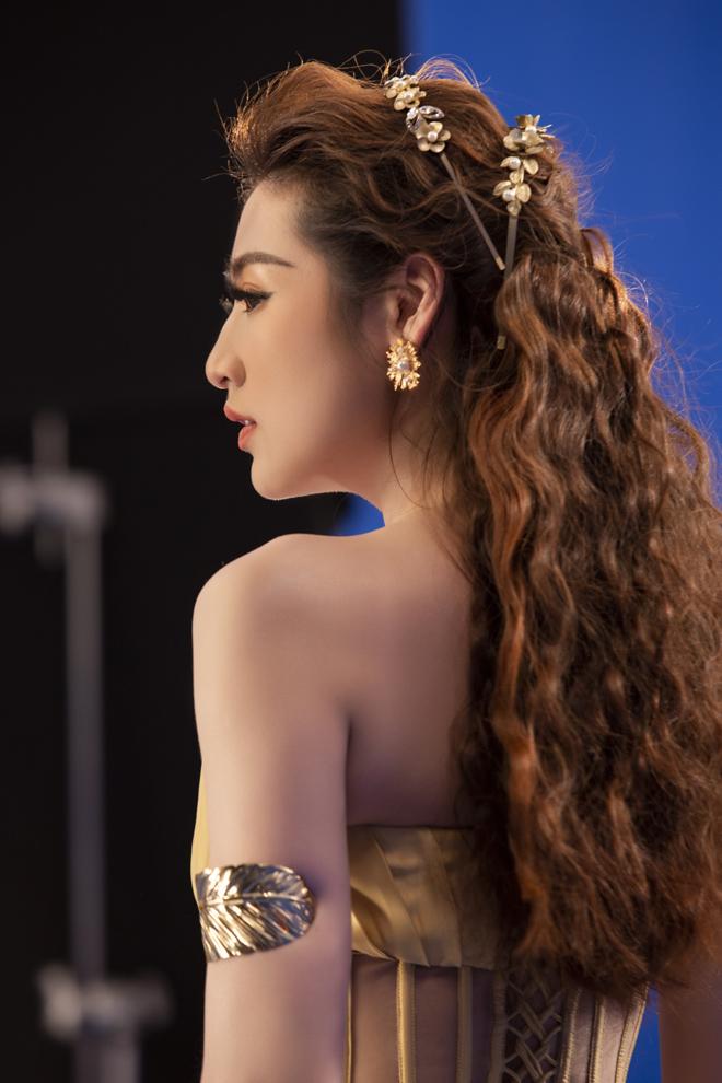 Angela Phương Trinh tung ảnh bán nude táo bạo, làm rộ nghi vấn tình tay ba - hình ảnh 5