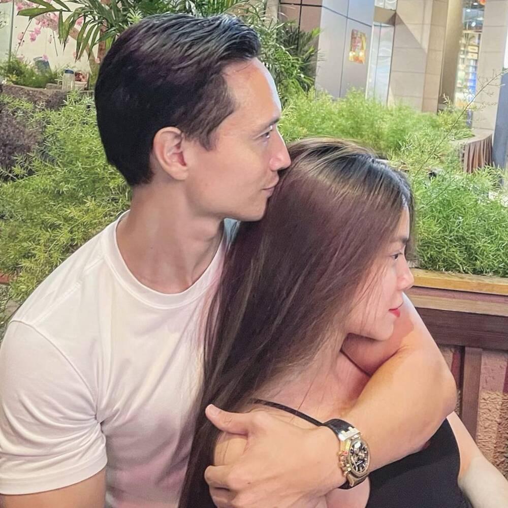 Hà Hồ và ông xã giàu có ôm hôn nhau liên tục giữa chốn đông người - hình ảnh 2