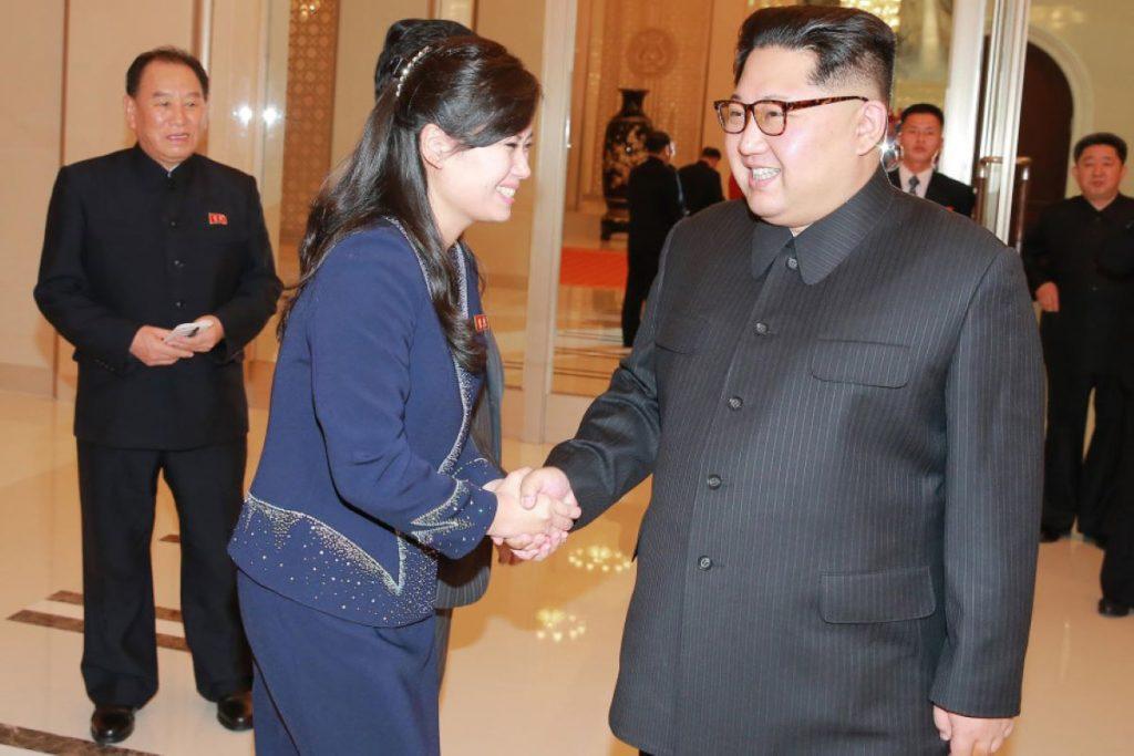 Bóng hồng xuất hiện phía sau ông Kim Jong Un khi Đại hội đảng kết thúc là ai?