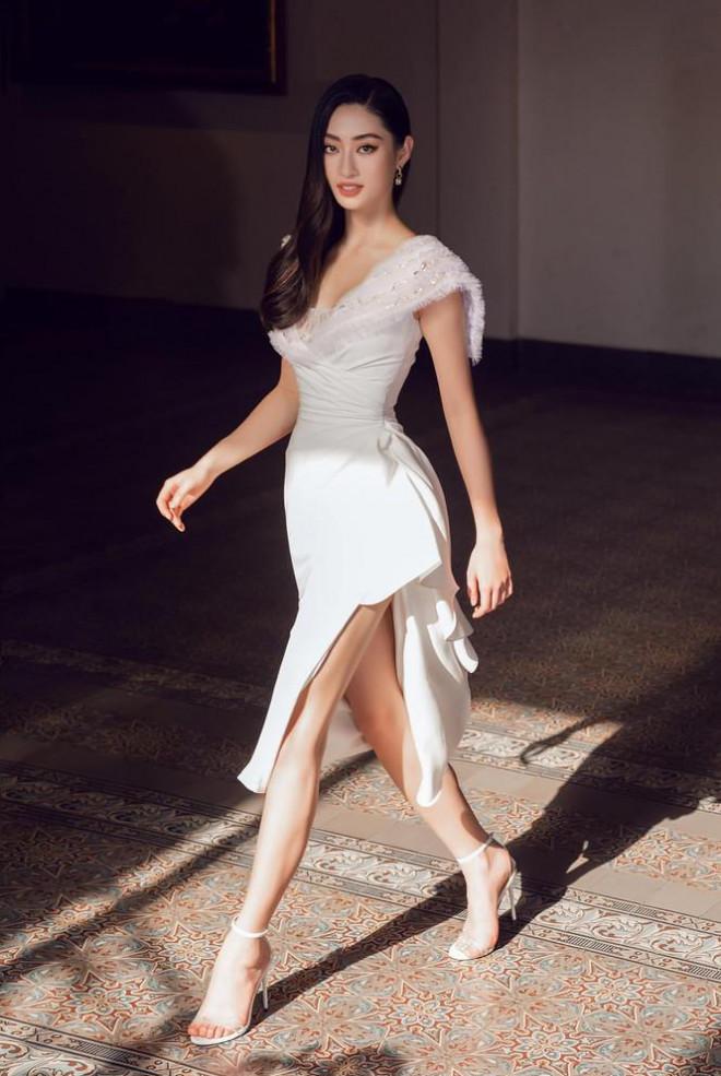Đỗ Thị Hà nền nã với áo dài, Hoàng Thuỳ diện váy xuyên thấu hoá 'mỹ nhân ngư' - 7