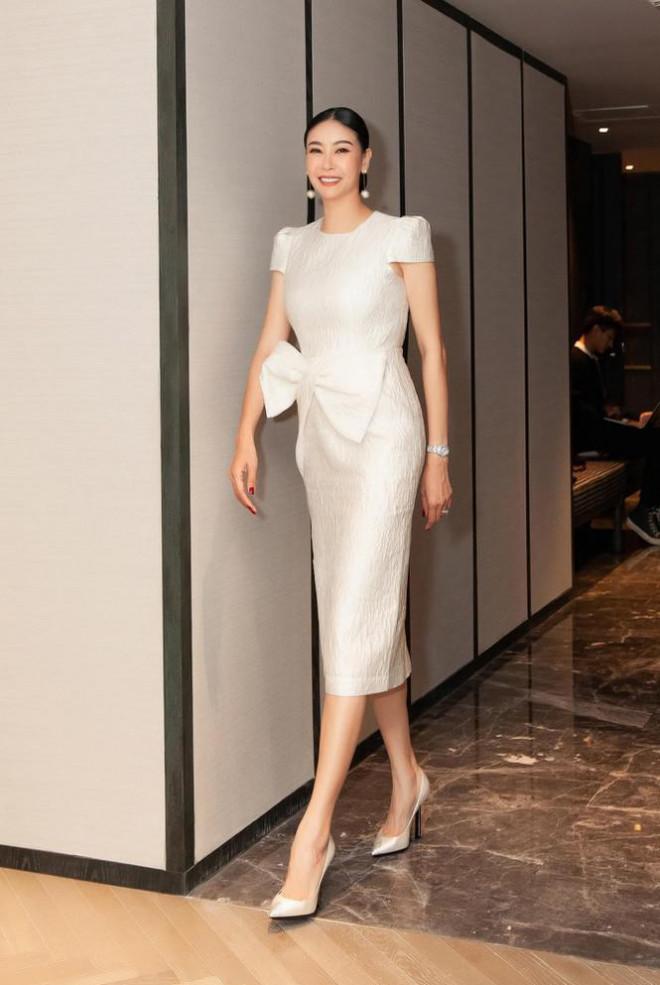 Đỗ Thị Hà nền nã với áo dài, Hoàng Thuỳ diện váy xuyên thấu hoá 'mỹ nhân ngư' - 8
