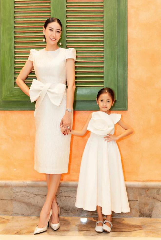 Đỗ Thị Hà nền nã với áo dài, Hoàng Thuỳ diện váy xuyên thấu hoá 'mỹ nhân ngư' - 9
