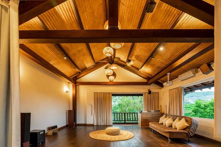 """Căn biệt thự """"phủ gỗ"""" ở Nha Trang, bên trong có cả phòng chiếu phim thu nhỏ - 12"""