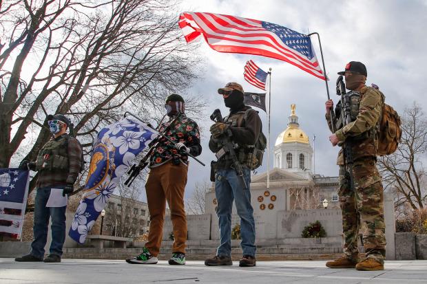 Ảnh: Người ủng hộ ông Trump cầm súng xuống đường trước lễ nhậm chức của ông Biden - 4
