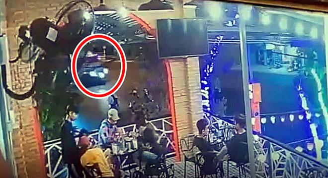 """Tin tức 24h qua: Đối tượng nổ súng vào xe của """"thánh chửi"""" Dương Minh Tuyền ra đầu thú - 3"""
