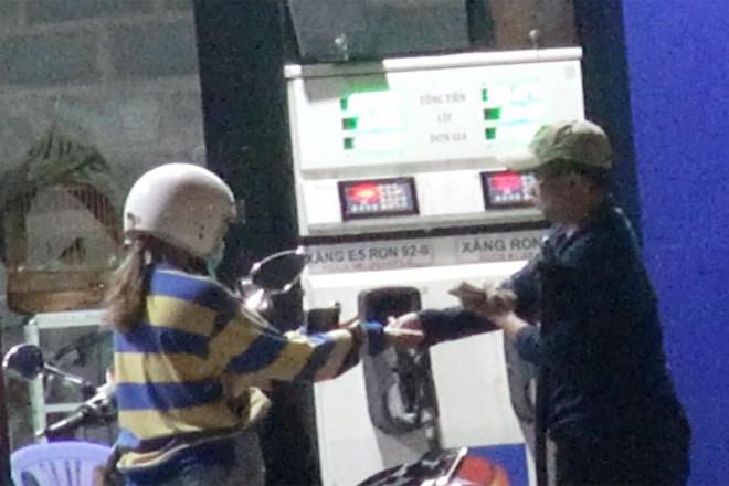 Điều tra: Trộm tiền của khách mua xăng bằng cách bơm nối số - 3