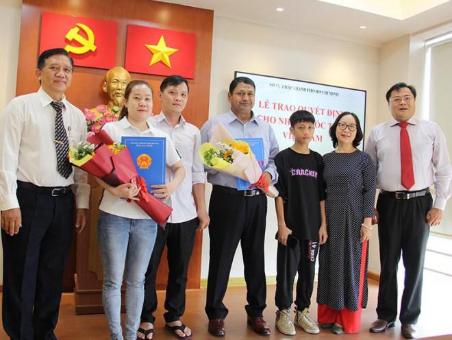 Niềm vui của 2 người vừa nhập quốc tịch Việt Nam - 1