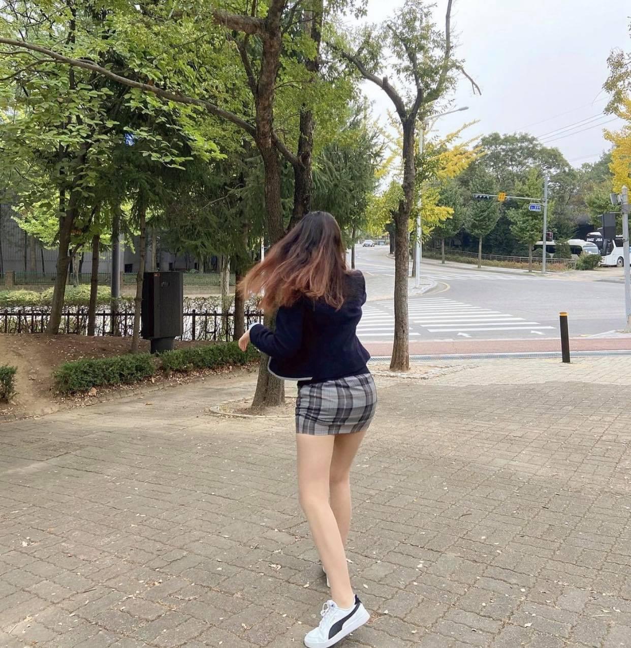 Đồng phục kiệm vải của nữ sinh Hàn khiến nhiều người lo ngại - 6