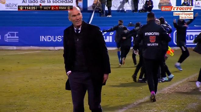 Real Madrid thua sốc đội hạng 3 TBN: Fan giận dữ vì nụ cười Zidane - 4