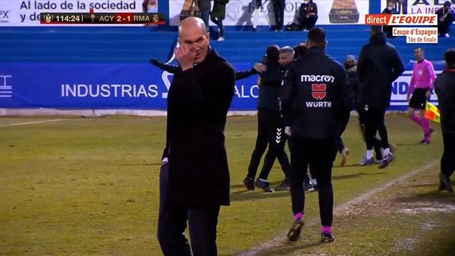 Real bị đội hạng 3 loại đầy t.ủ.i h.ổ, HLV Zidane vẫn nở nụ cười khiến các Madridista n.ổ.i g.i.ậ.n!