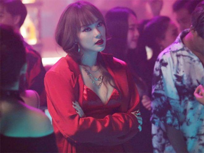 Minh Hằng mặc nữ tính quyến rũ trong bộ ảnh quảng bá phim - 7