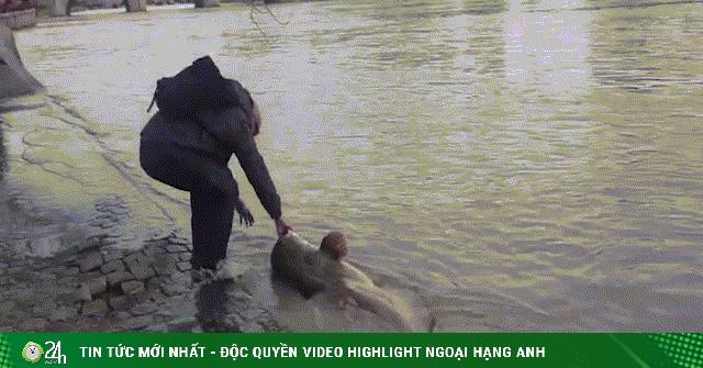 Video: Bắt được quái vật hồ Loch Ness của sông Seine