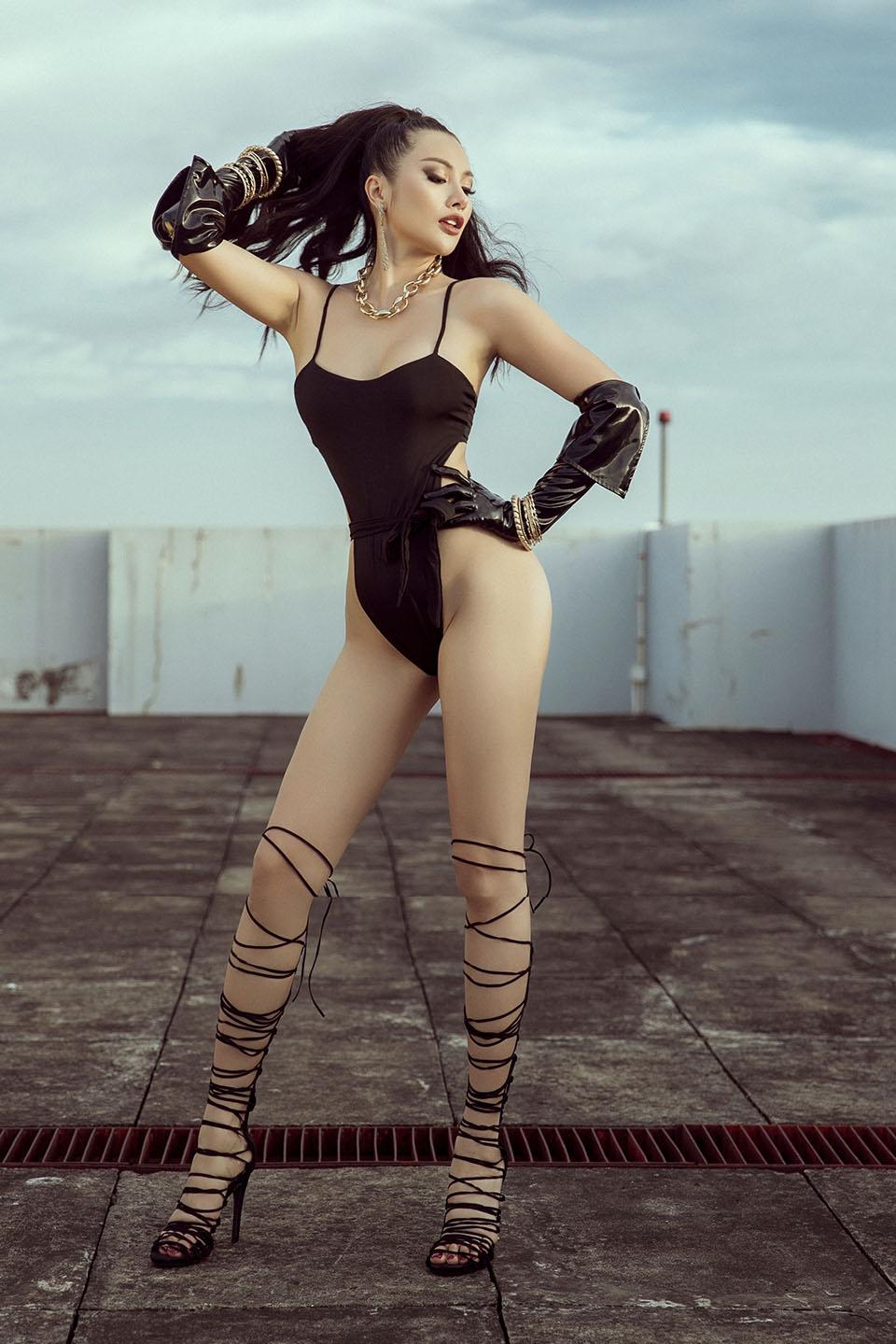 Chán hồ bơi, Yaya Trương Nhi lên sân thượng diện bikini tạo dáng táo bạo - hình ảnh 11