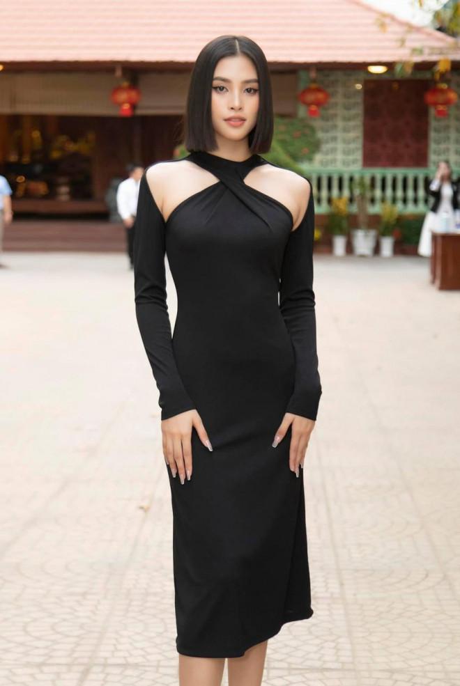 Diện đầm đen bó sát, Hoa hậu Tiểu Vy khoe đường cong uốn lượn ngày càng quyến rũ - 6