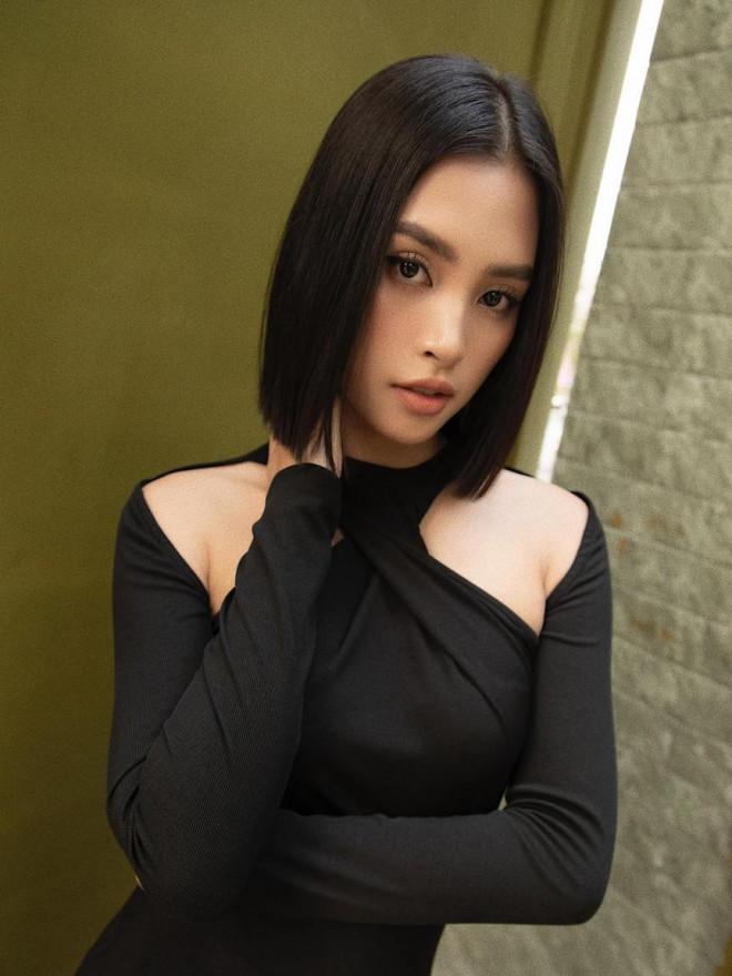 Diện đầm đen bó sát, Hoa hậu Tiểu Vy khoe đường cong uốn lượn ngày càng quyến rũ - 3