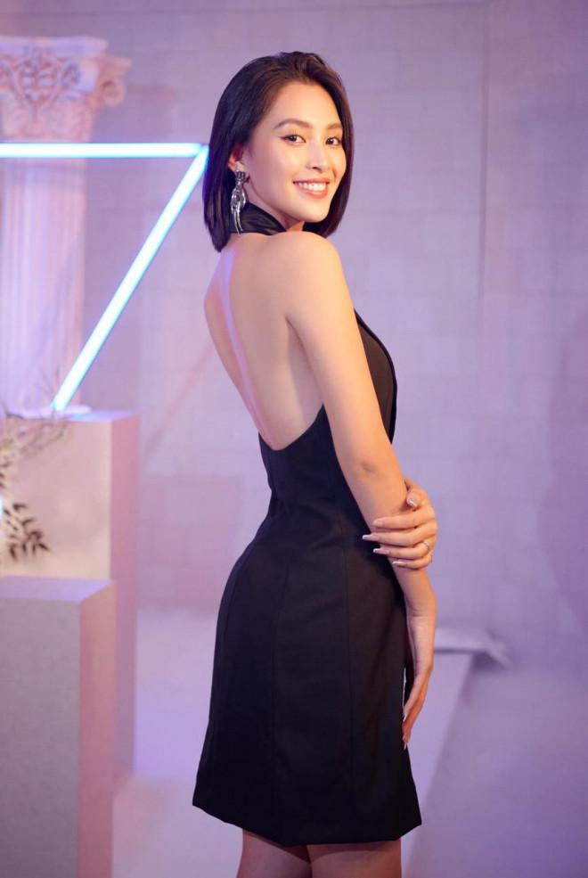 Diện đầm đen bó sát, Hoa hậu Tiểu Vy khoe đường cong uốn lượn ngày càng quyến rũ - 8