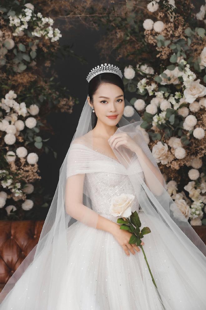 Dương Cẩm Lynh bất ngờ tung ảnh cưới, fan đồn đoán về người đàn ông bí mật - hình ảnh 3