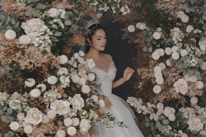 Dương Cẩm Lynh bất ngờ tung ảnh cưới, fan đồn đoán về người đàn ông bí mật - hình ảnh 1