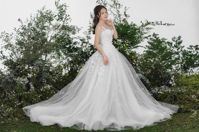 Dương Cẩm Lynh bất ngờ tung ảnh cưới, fan đồn đoán về người đàn ông bí mật - hình ảnh 4