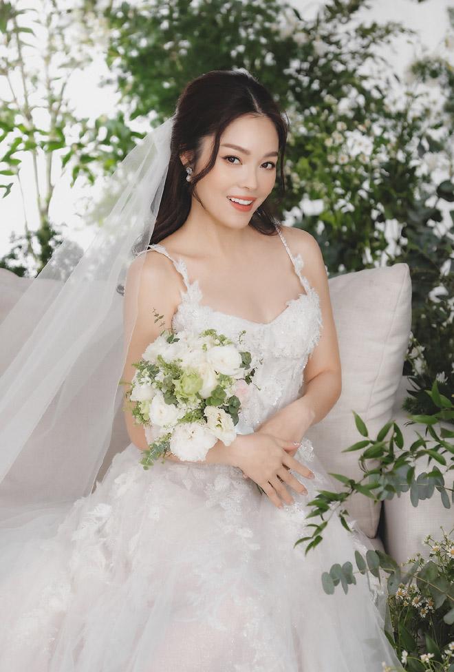 Dương Cẩm Lynh bất ngờ tung ảnh cưới, fan đồn đoán về người đàn ông bí mật - hình ảnh 5