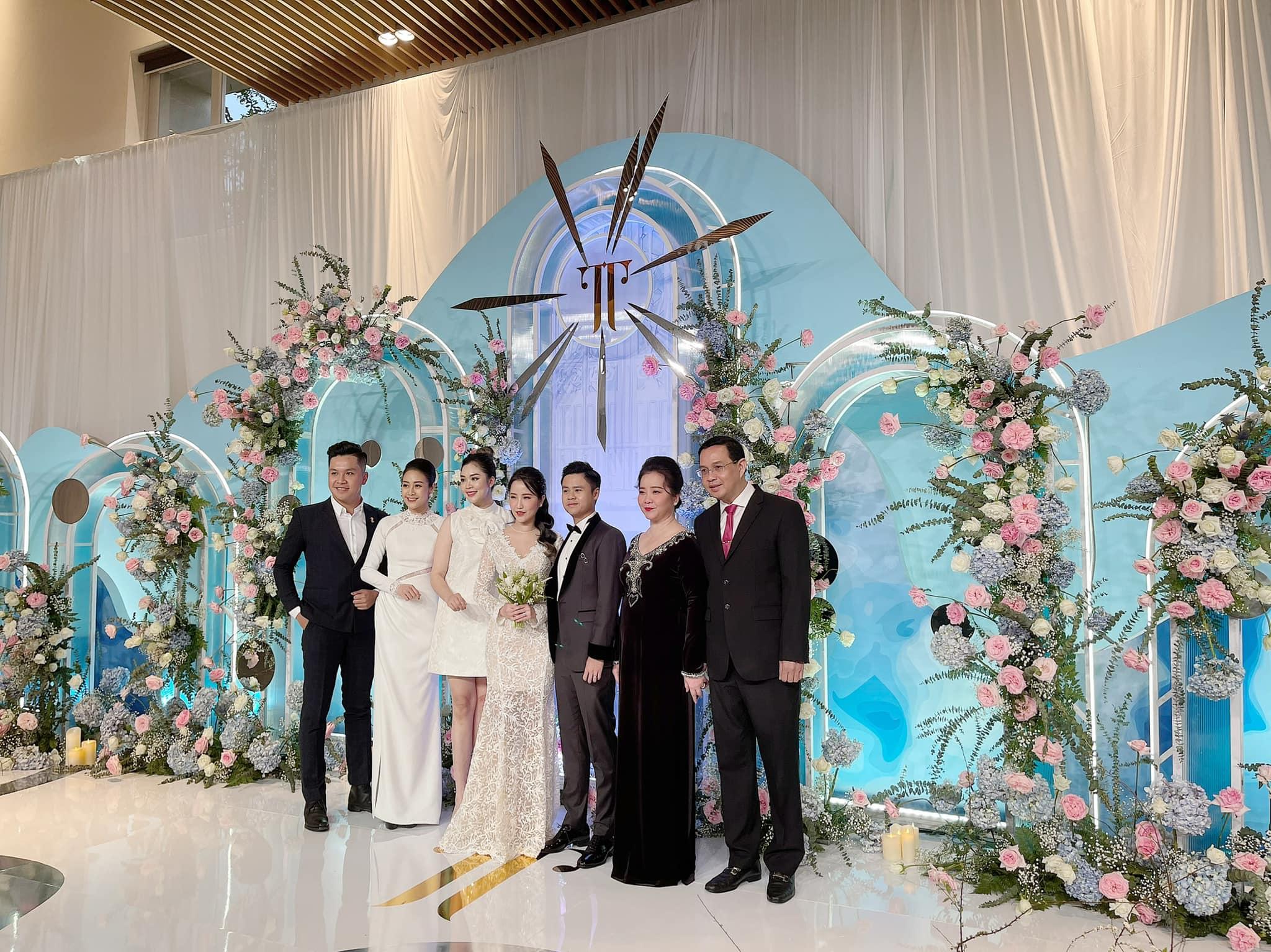 Đám cưới con ông chủ Saigon Square: Dàn siêu xe 200 tỷ, Cường Đôla, Mai Phương Thúy đến dự - 15