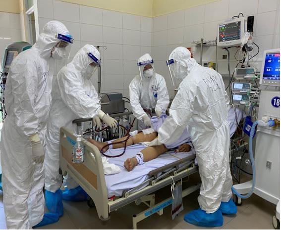 Nhân viên sân bay Vân Đồn nhiễm COVID-19 đang diễn biến nặng - 1