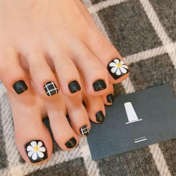 Những mẫu móng chân đẹp dễ thương đơn giản được yêu thích nhất hiện nay - hình ảnh 6