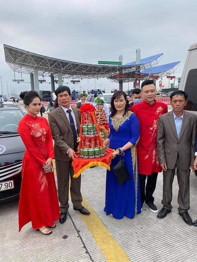 Chú rể Hải Phòng, cô dâu Quảng Ninh trao lễ ở trạm thu phí: Người thân tiết lộ bất ngờ - 1